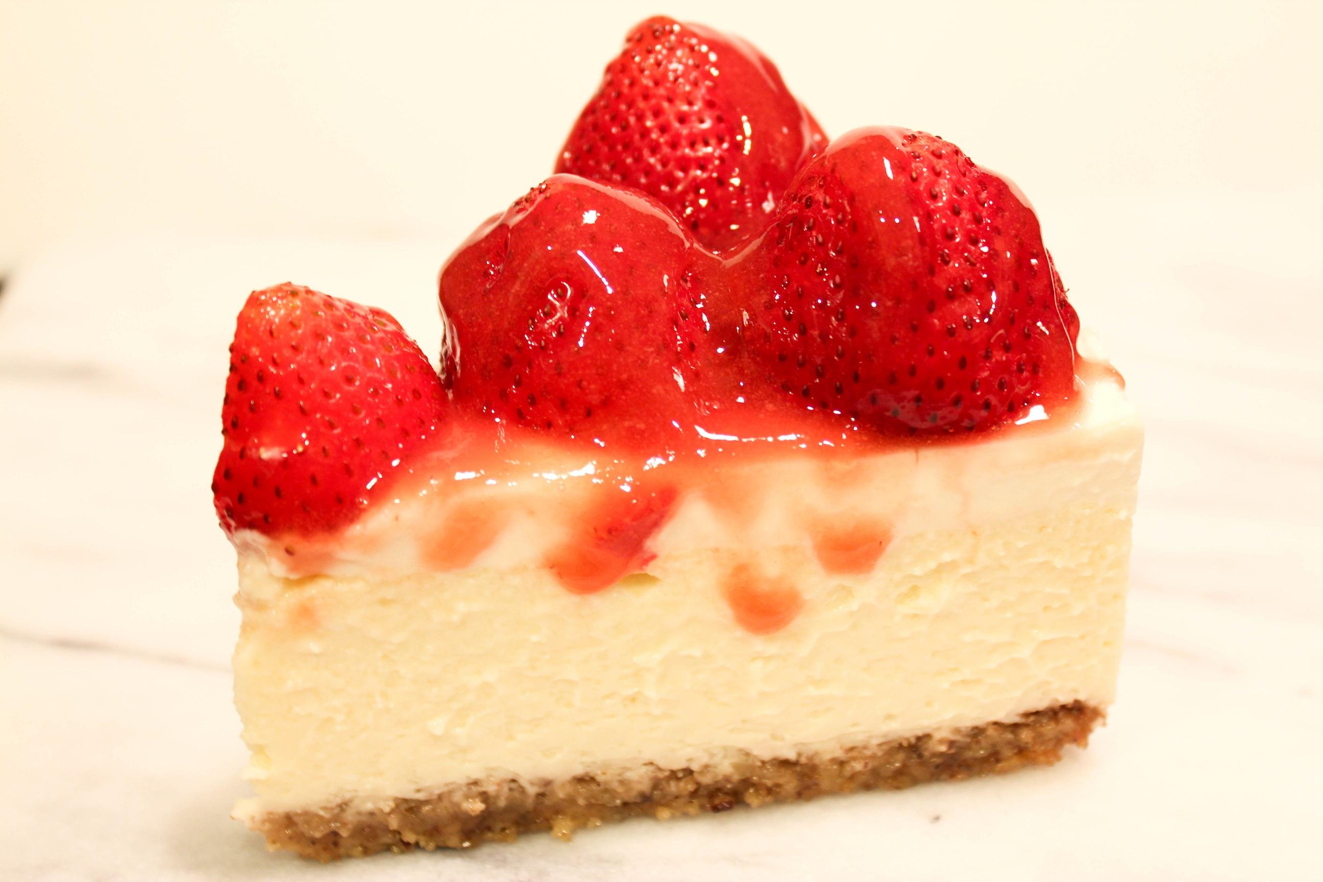 Strawberry Cheesecake with Walnut Crust | Mini Munchie