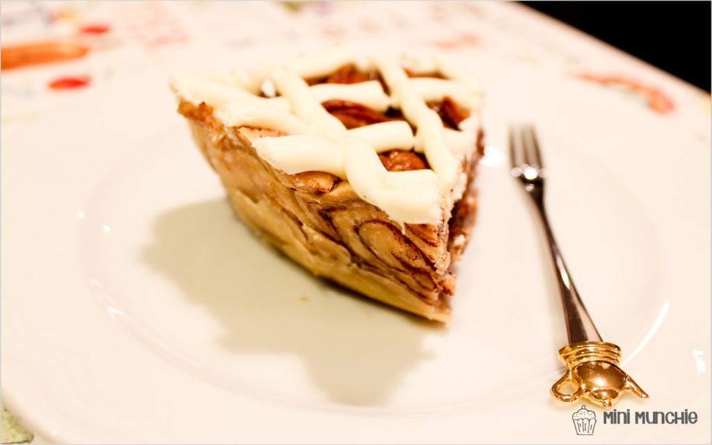 cinnamon bun pecan pie1-7