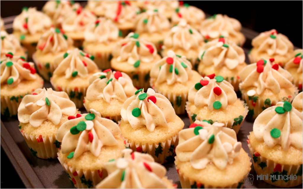 vanilla cupcakes-1