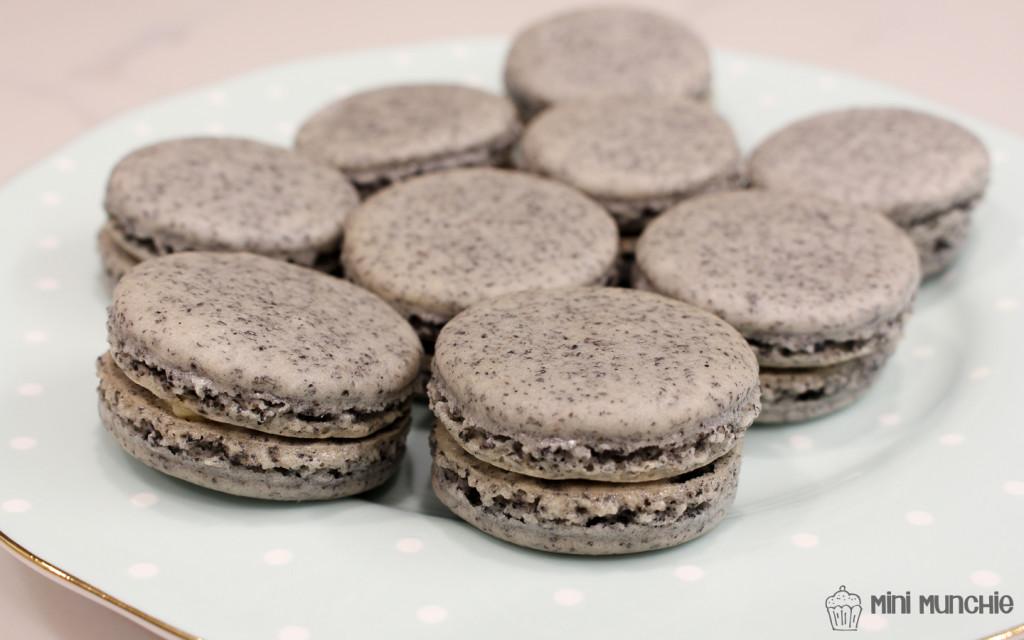 black sesame macarons-06